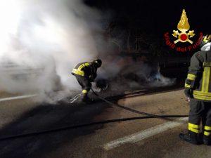 Auto in fiamme