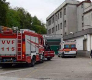 Operaio trafitto da un ferro da cantiere , Vigili del fuoco in sala operatoria